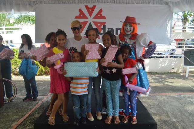 ANADIVE dona útiles escolares a niños de escasos recursos